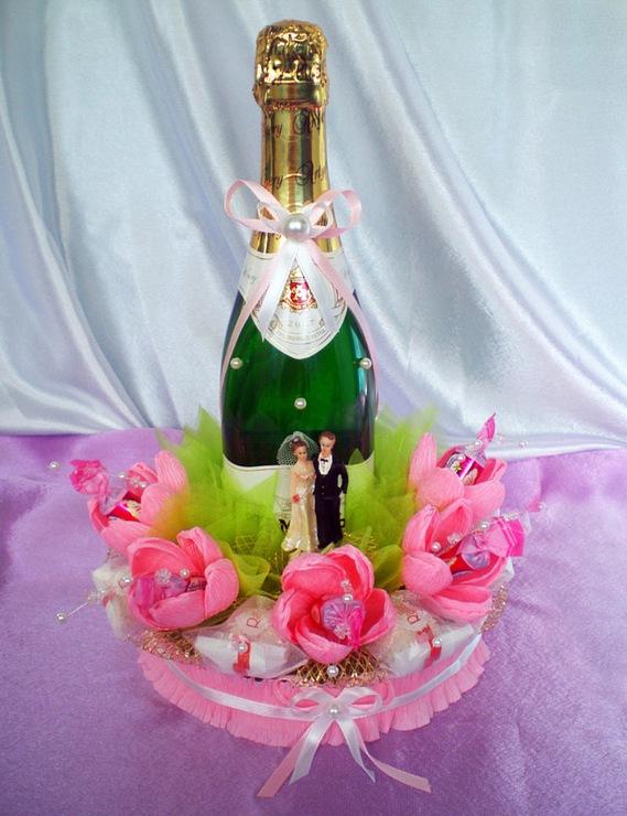 Как оформить шампанское конфетами на день рождения своими руками